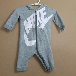 NIKE || infant full zip hooded onsie